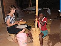 Som en del af højskoleundervisningen møder du lokalbefolkningen i Zambia